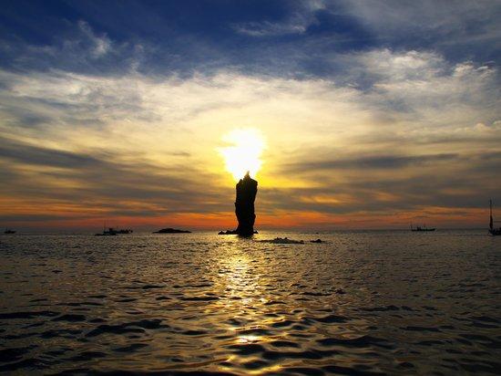 Okinoshima-cho, ญี่ปุ่น: 落陽の陽が灯る。