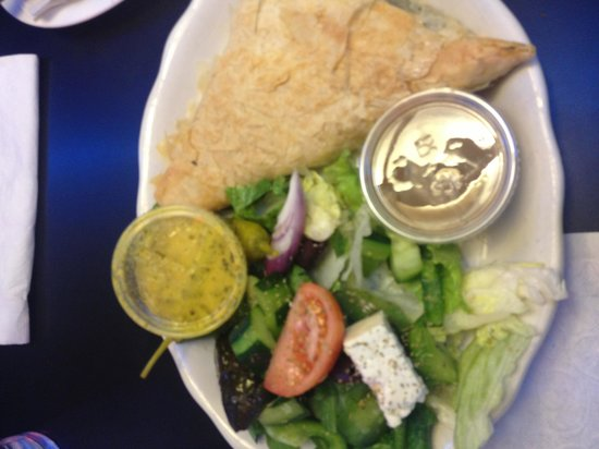 Metro Cafe Diner: Spankopitka (spinach pie) with a small Greek salad