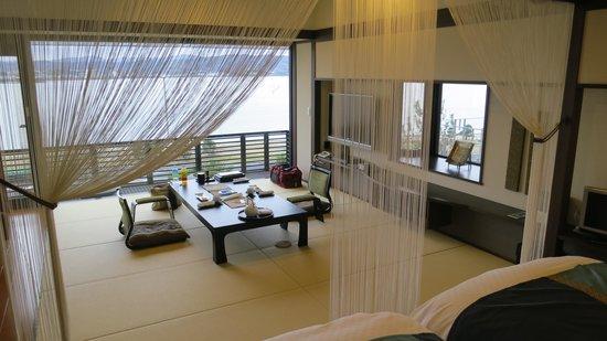 Naniwa Issui: ベッドルームから見た和室