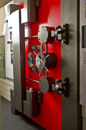 Reserve Bank Museum: Vault door
