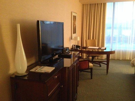 The Ritz-Carlton, Toronto: View from hallway