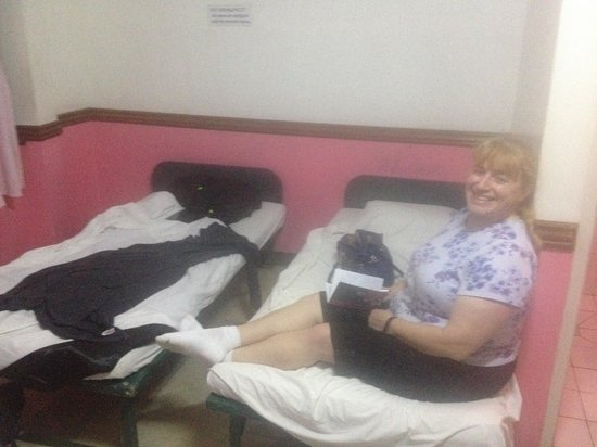 GV Hotel Tacloban City: two beds-i brought my own little blanket