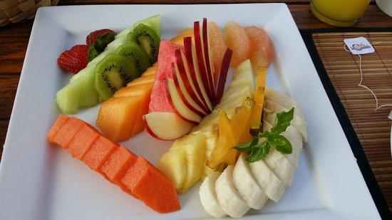 Hotel Cinco Sentidos: Breakfast fruit