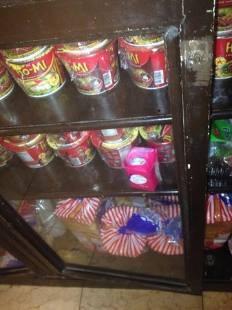 GV Hotel, Tacloban City : noodles for sale and front desk can make boiling water