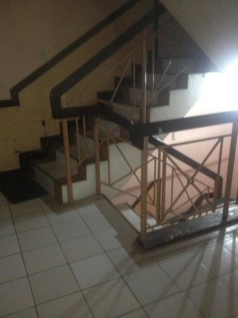 GV Hotel, Tacloban City: stairs
