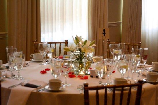 Radisson Hotel Harrisburg: Guest Table
