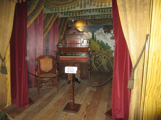 Whaley House Museum: Creepy Theater....