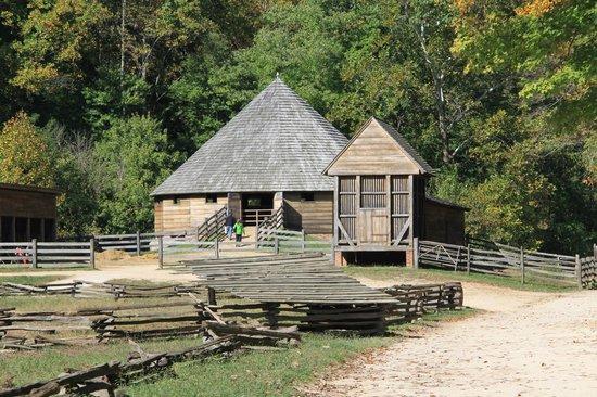 George Washington's Mount Vernon: 16 sided Barn