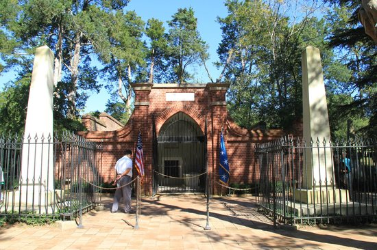 George Washington's Mount Vernon: Washington Tomb