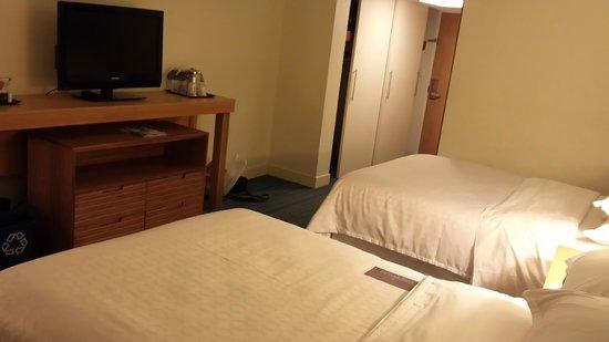 B Ocean Resort Fort Lauderdale: room