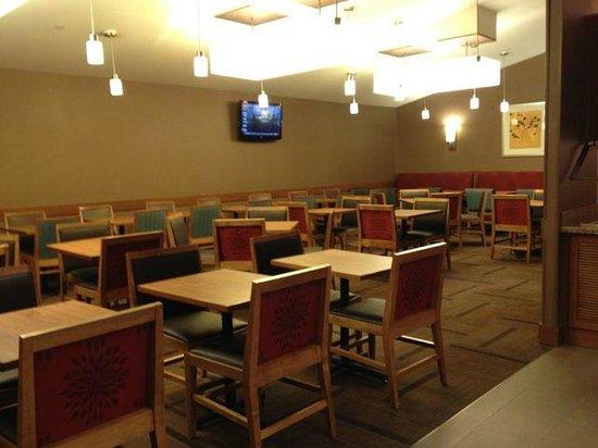 Hyatt Place New York Midtown South: Dining area