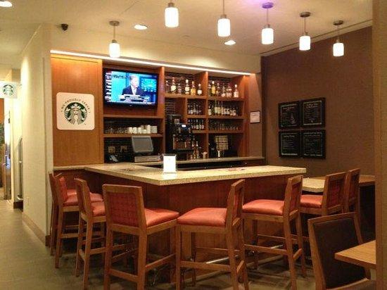 Hyatt Place New York Midtown South: Bar Area