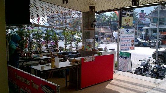 Baan Pulaoon: Kitchen facility