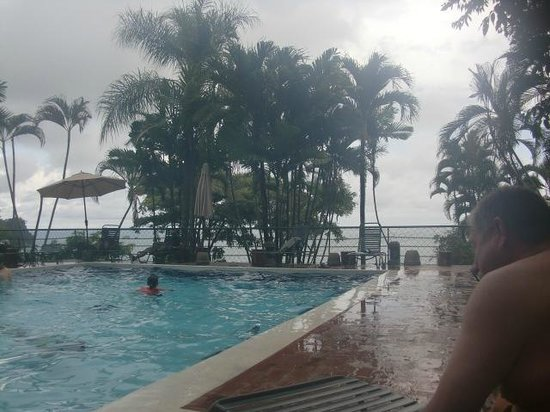 Hotel Costa Verde: The family pool (on a rainy day)