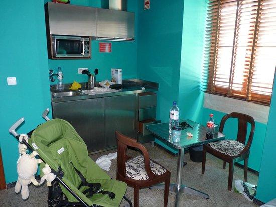 Lisbon Short Stay Apartments Baixa : Kitchen area