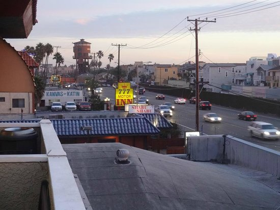 Pacific View Inn & Suites: View south along PCH