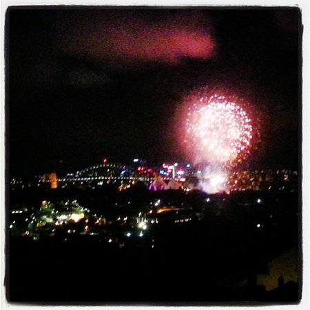 Holiday Inn Potts Point - Sydney: Fireworks over opera house as seen from our room