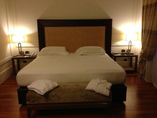 UNA Hotel Roma: Cama confortavel