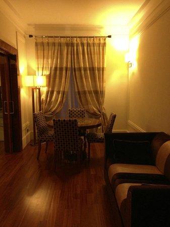 UNA Hotel Roma: Sala da Suíte