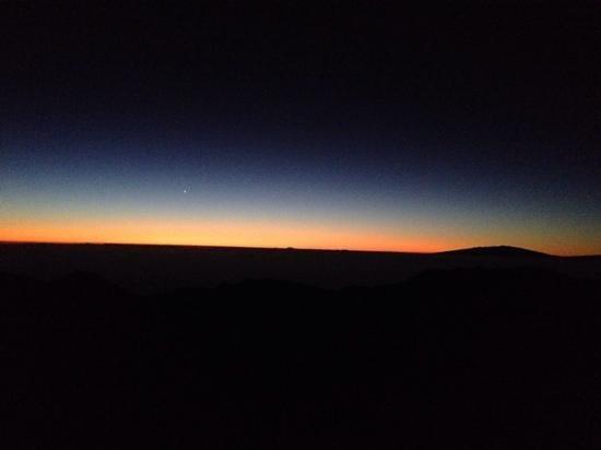 Haleakala Crater: horizonscape before sunrise