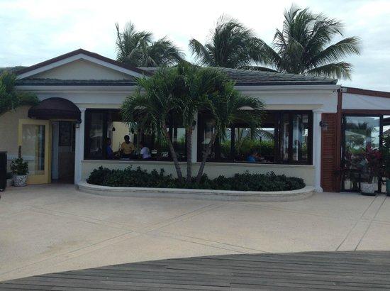 Hemingway's Restaurant: Hemmingway's at the Sands