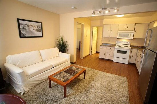 Inn at Seaside: One bedroom suite with kitchen