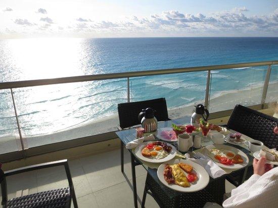 Beach Palace: Caribbean Breakfast