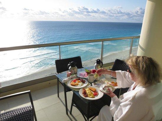 Beach Palace: room balcony breakfast