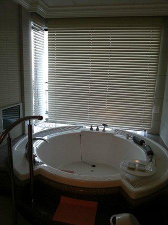Hotel La Suite Kobe Harborland: ジャグジーバス