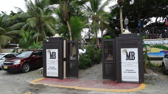 Mary's Boon Beach Resort and Spa: the entrance