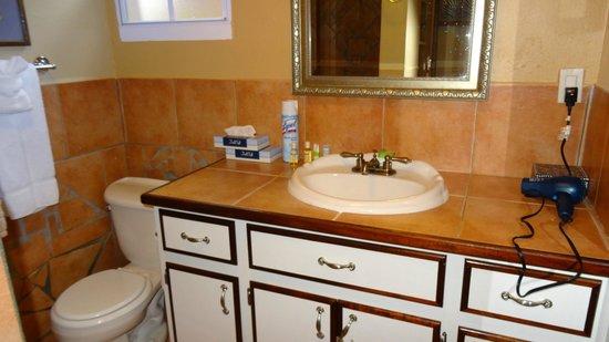 Mary's Boon Beach Hotel and Spa: bathroom in room #14