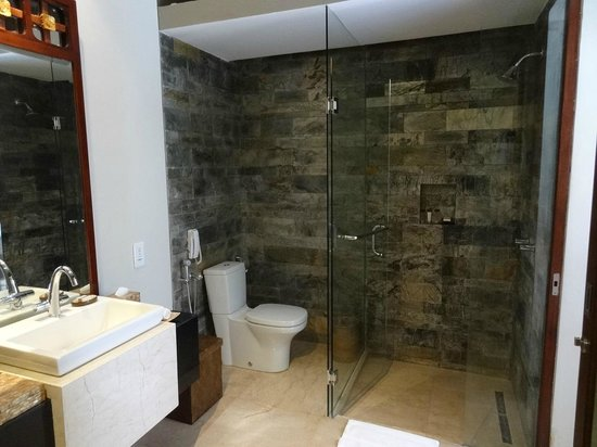 Seminyak Icon : The shower in the bathroom