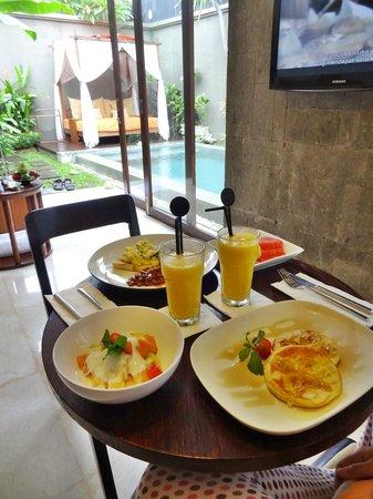Seminyak Icon: Breakfast in our villa
