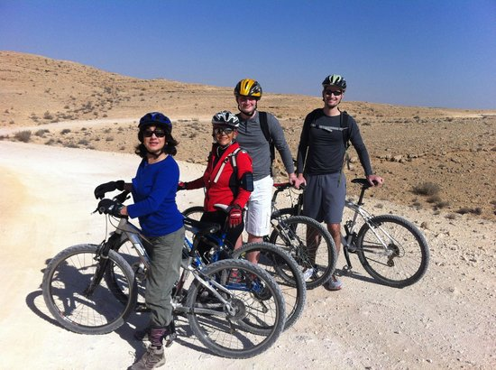 iBex (iBike) Unique Desert Inn: Mountain biking along the Makhtesh Ramon with our guide Avivia