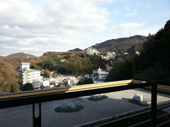 Arima Onsen Hotel Kinzan : 部屋の窓も大きく景色抜群!