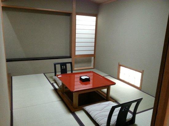 Arima Onsen Hotel Kinzan : 小部屋付きで朝食はこちらで頂きました