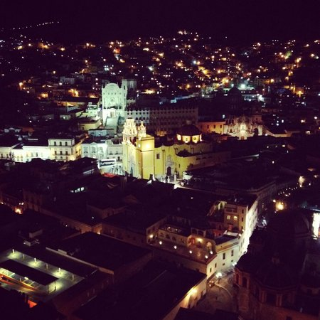 Hotel Balcon del Cielo: Vista de noche desde nuestra habitación en Balcón del Cielo <3