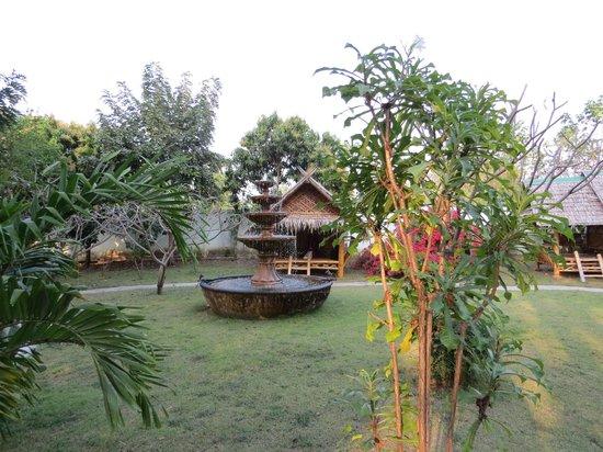 Ban Sabai Sabai: A view of the fountain as you enter the area.
