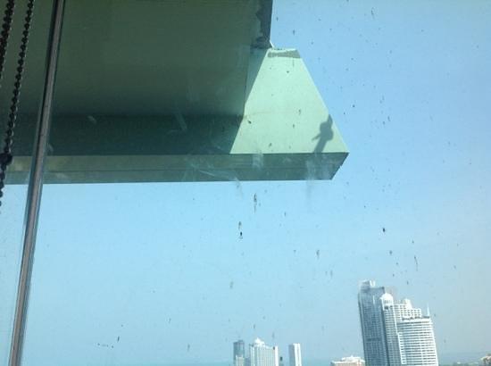 Cape Dara Resort: ниразу не мытые окна со строительной грязью