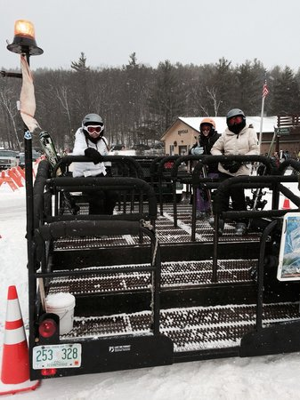 Mount Sunapee State Park and Ski Area: Prompt convenient shuttle across the lot!