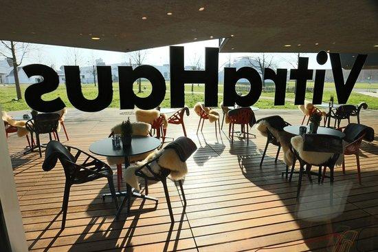 VitraHaus Cafe : Blick vom Cafe aus auf die Sonnenterrasse