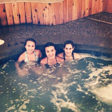 Mountain Edge Resort & Spa at Sunapee: Enjoying the Hot Tub