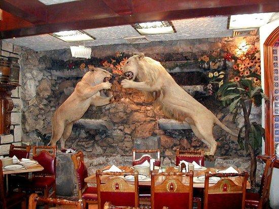 El rey del cabrito: Decoración dentro del restaurante