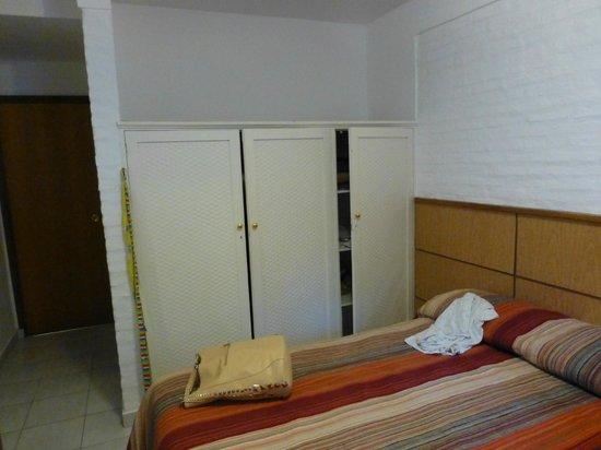 Hotel Roosevelt: Vista de la habitación (placard)