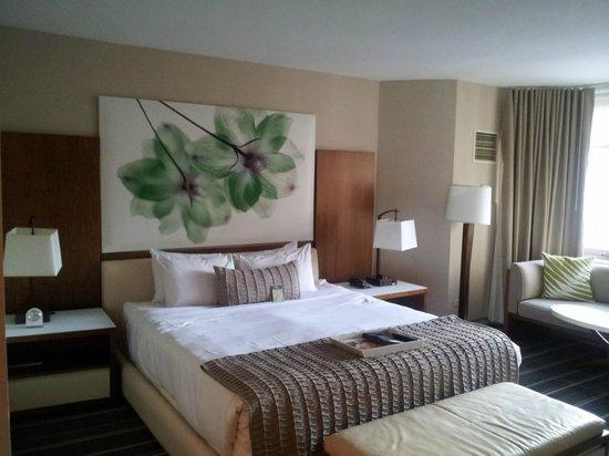 Fairmont Chicago Millennium Park: Bed in the hotel room