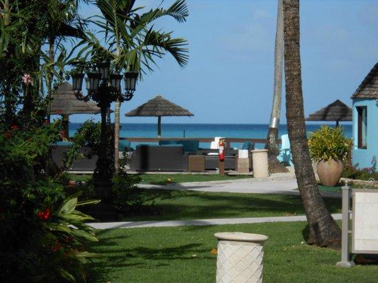 Sandals Grande Antigua Resort & Spa : Around the beach