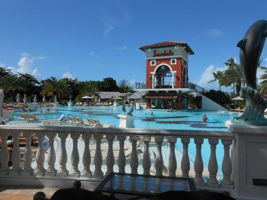 Sandals Grande Antigua Resort & Spa : Pool area