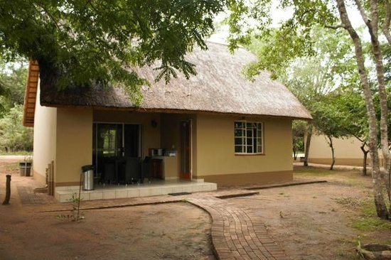 Biyamiti Bushveld Camp: Two bedded chalet