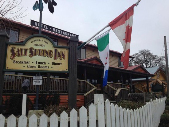 Salt Spring Inn: a view from the road