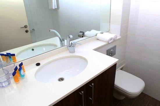 Maris Hotel Haifa : bath